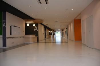 06病院棟1階 外来中央廊下