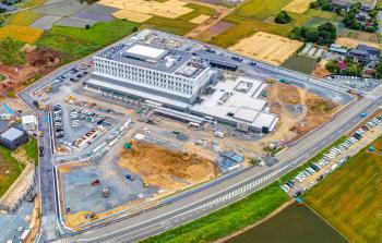 01病院全景H30-5